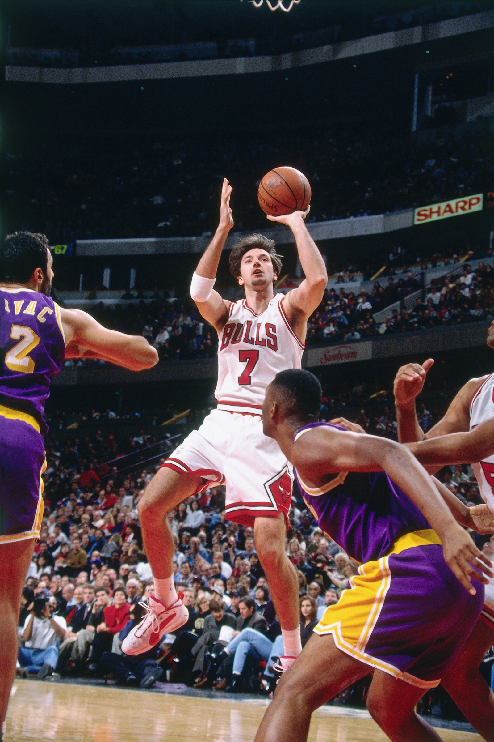Kukoc and the Bulls play the Lakers