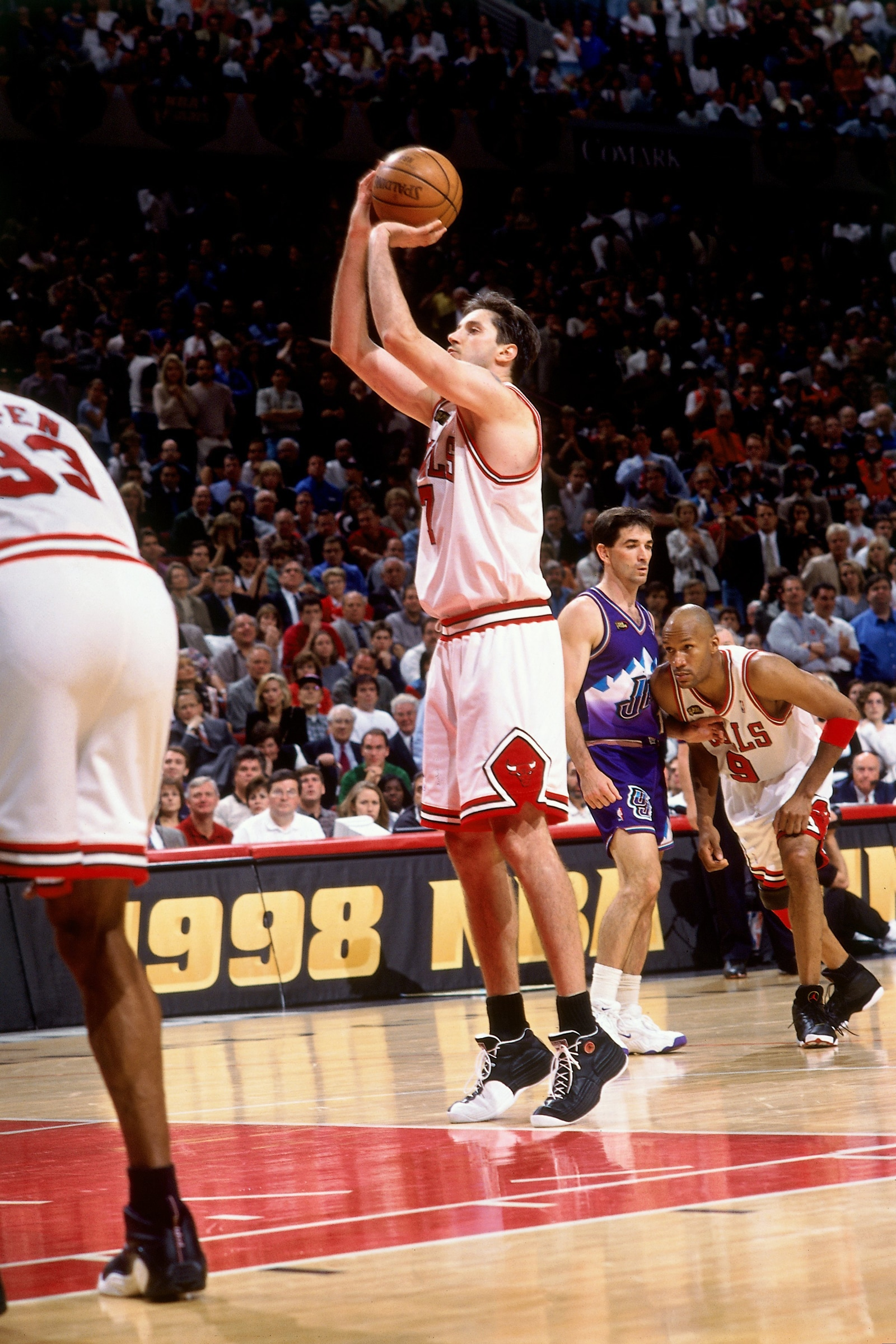 Kukoc shoots the ball against the Jazz