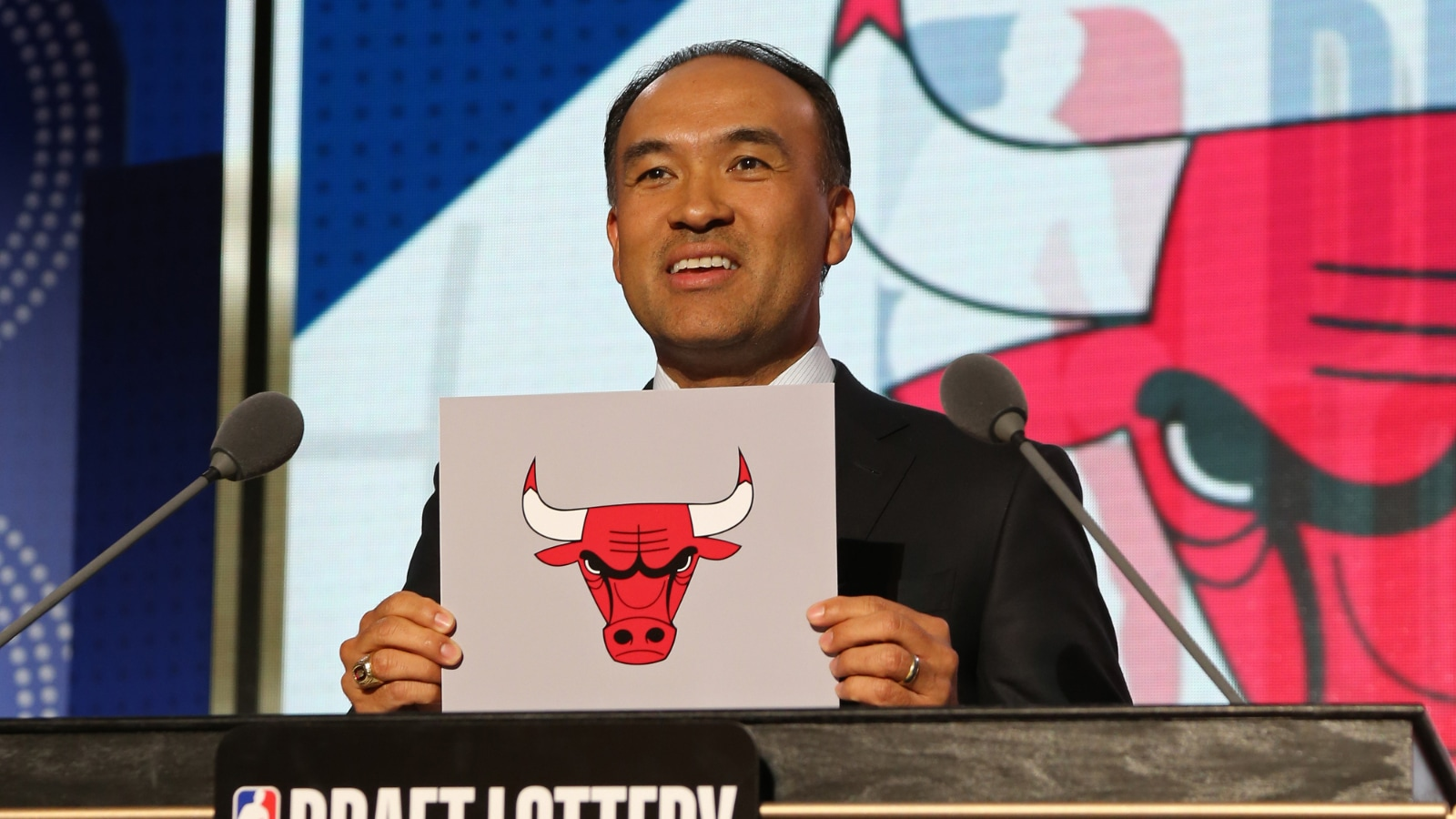 Mark Tatum draws the Chicago Bulls with the 7th pick of the 2018 NBA Draft Lottery