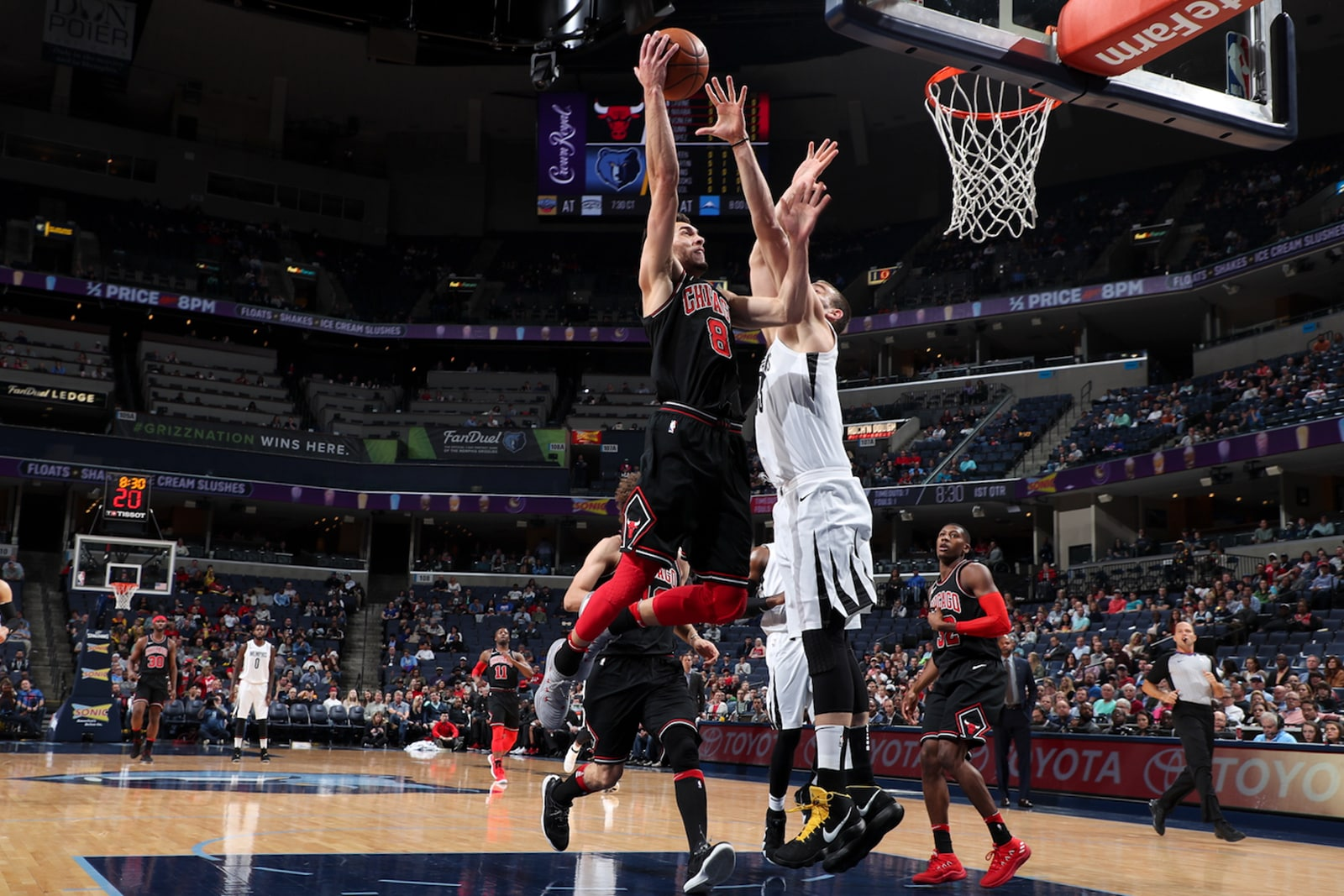 Zach LaVine #8 of the Chicago Bulls drives to the basket during the game against the Memphis Grizzlies on March 15, 2018 at FedExForum in Memphis, Tennessee.