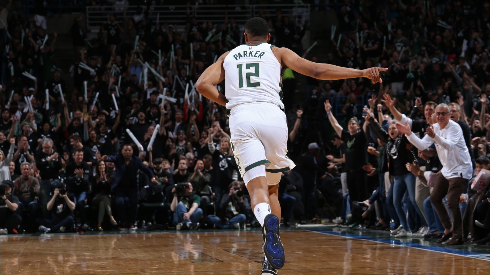Jabari Parker celebrates after hitting a clutch shot