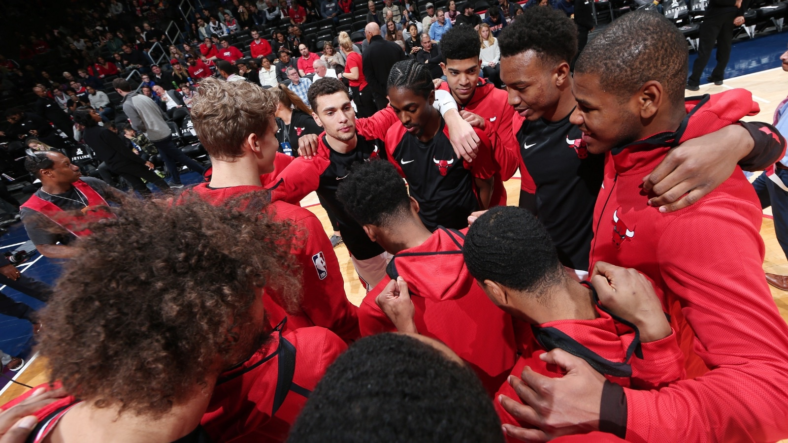 Bulls huddle up before the game