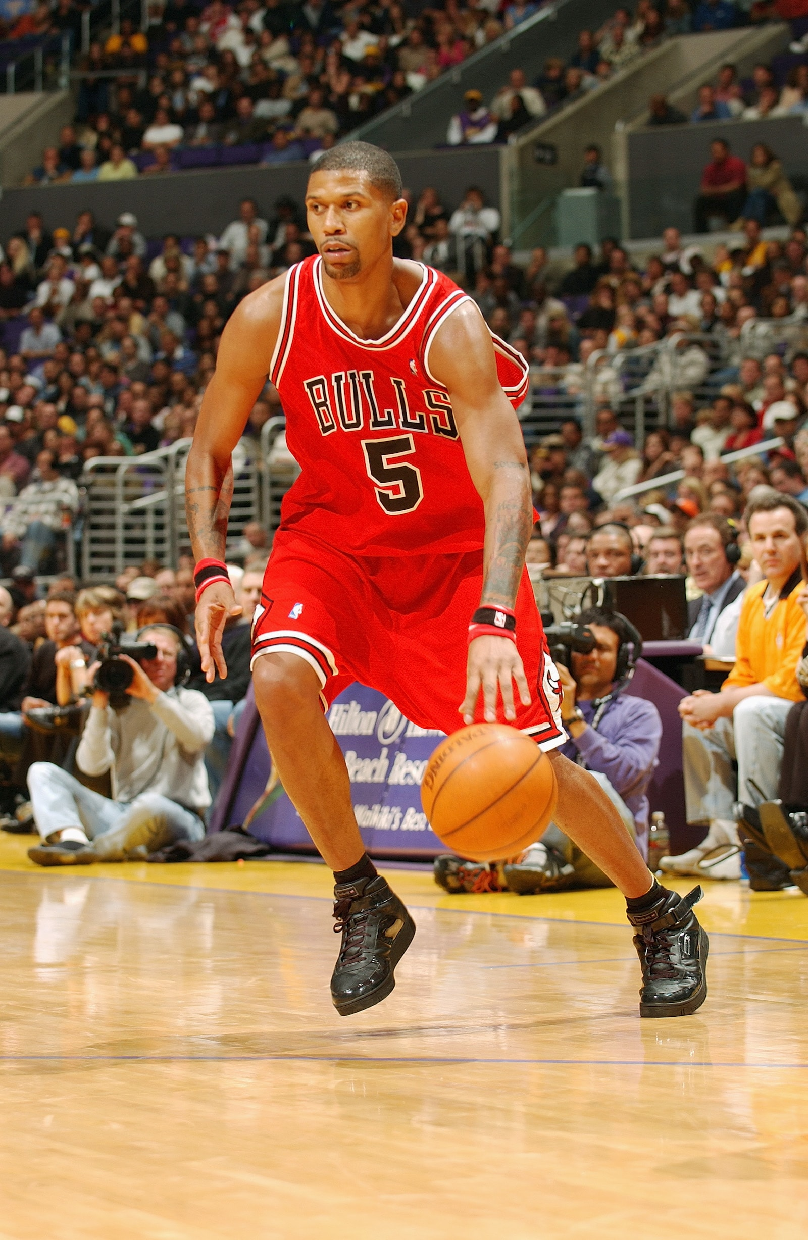 Jalen Rose #5 of the Chicago Bulls drives to the hoop during the game against the Los Angeles Lakers at the Staples Center on November 21, 2003 in Los Angeles, California.
