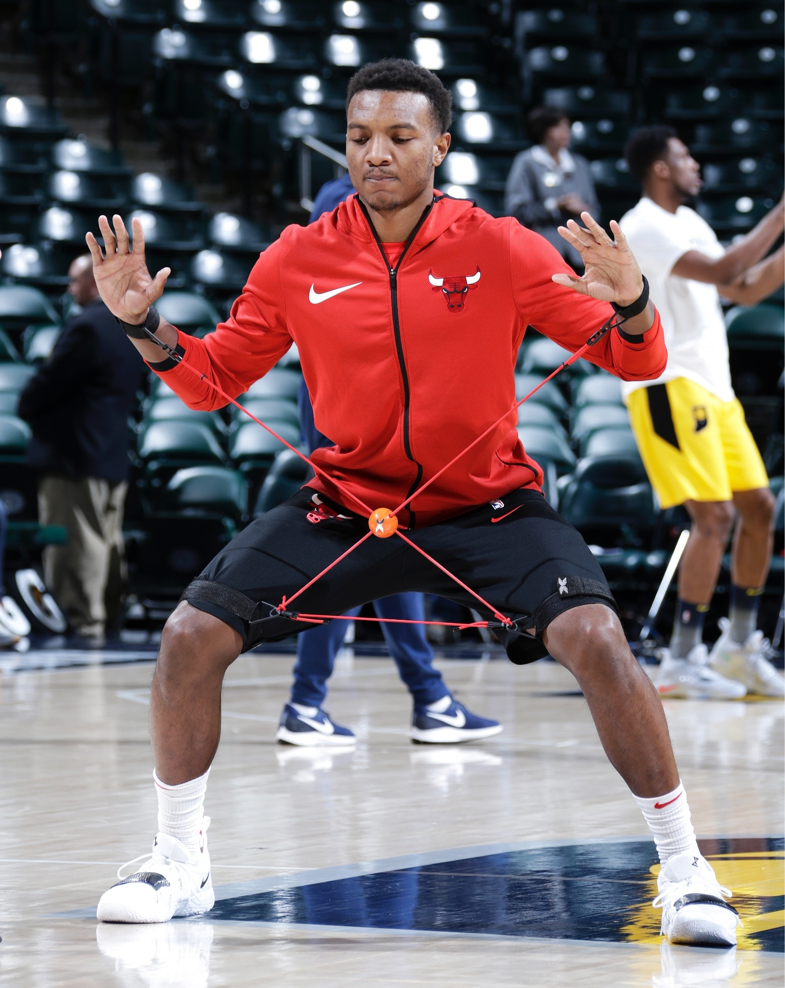 Wendell Carter Jr. works out before the game