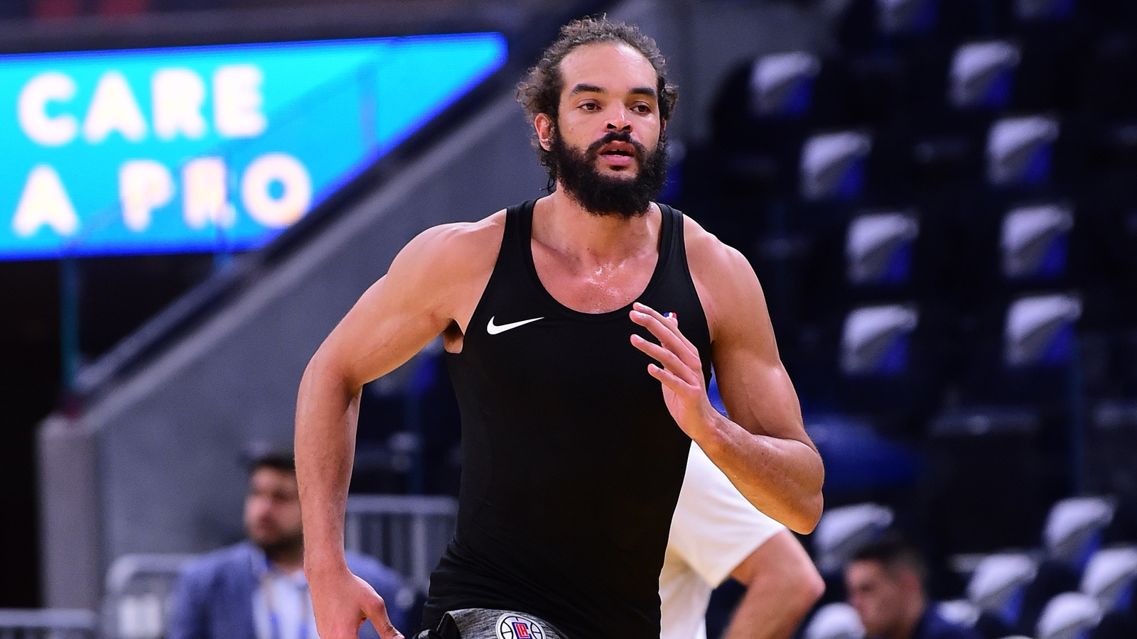Joakim Noah practices with his new team, the LA Clippers.