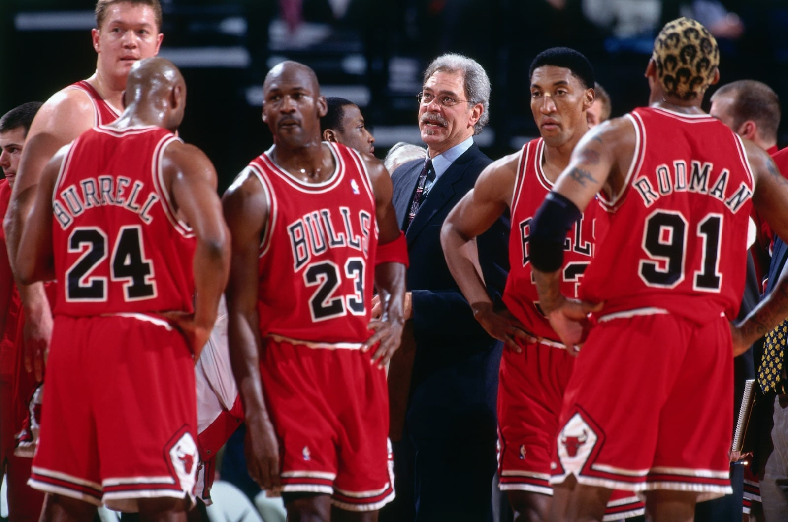 1998 Bulls team huddles up before returning to play