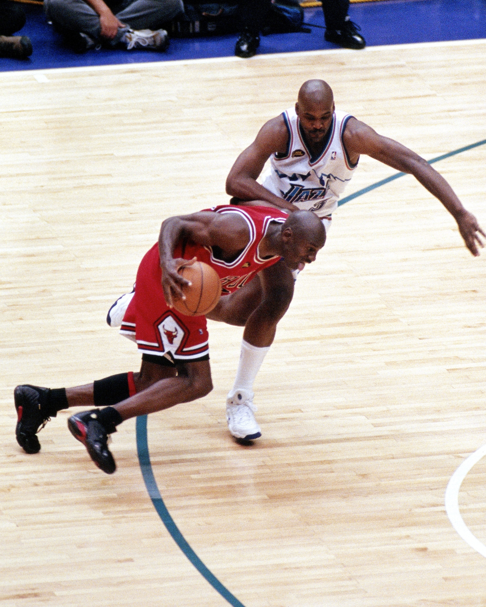 Michael Jordan sets up what is now known as The Last Shot.