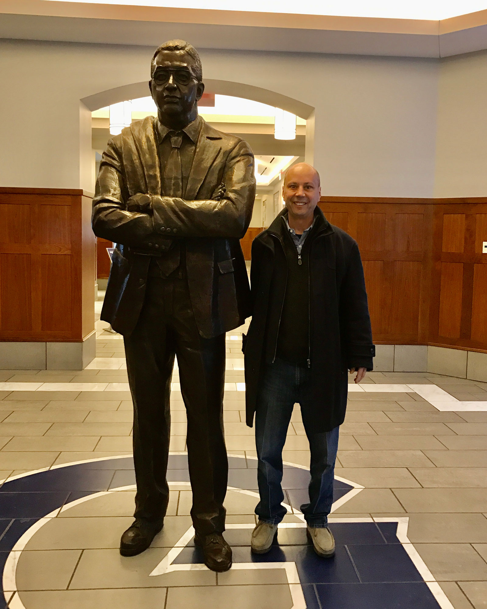 Chuck Swirsky with a statue of legendary Georgetown coach John Thompson