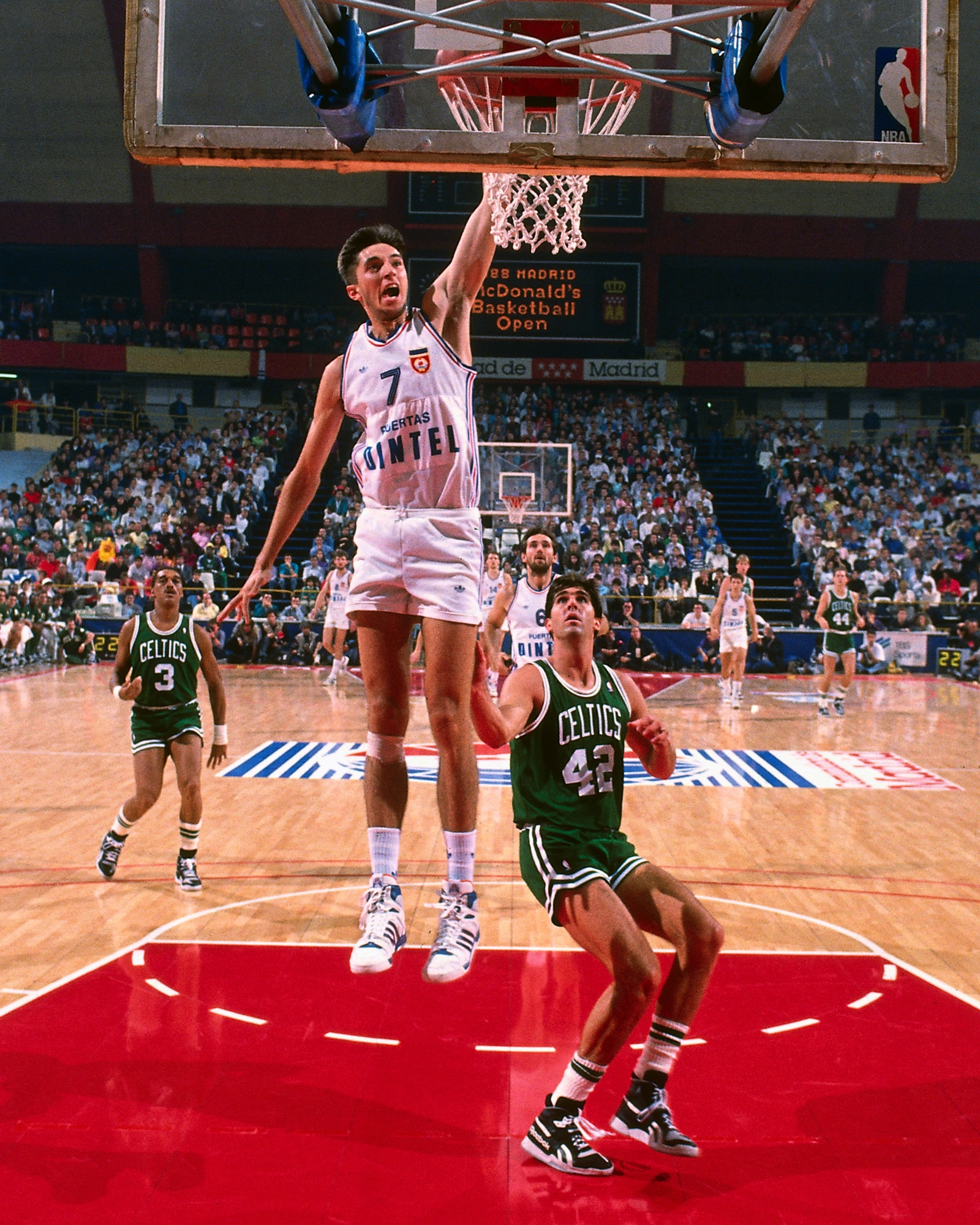 Toni Kukoc dunks in a game against the Boston Celtics during the McDonalds Championship in 1988.