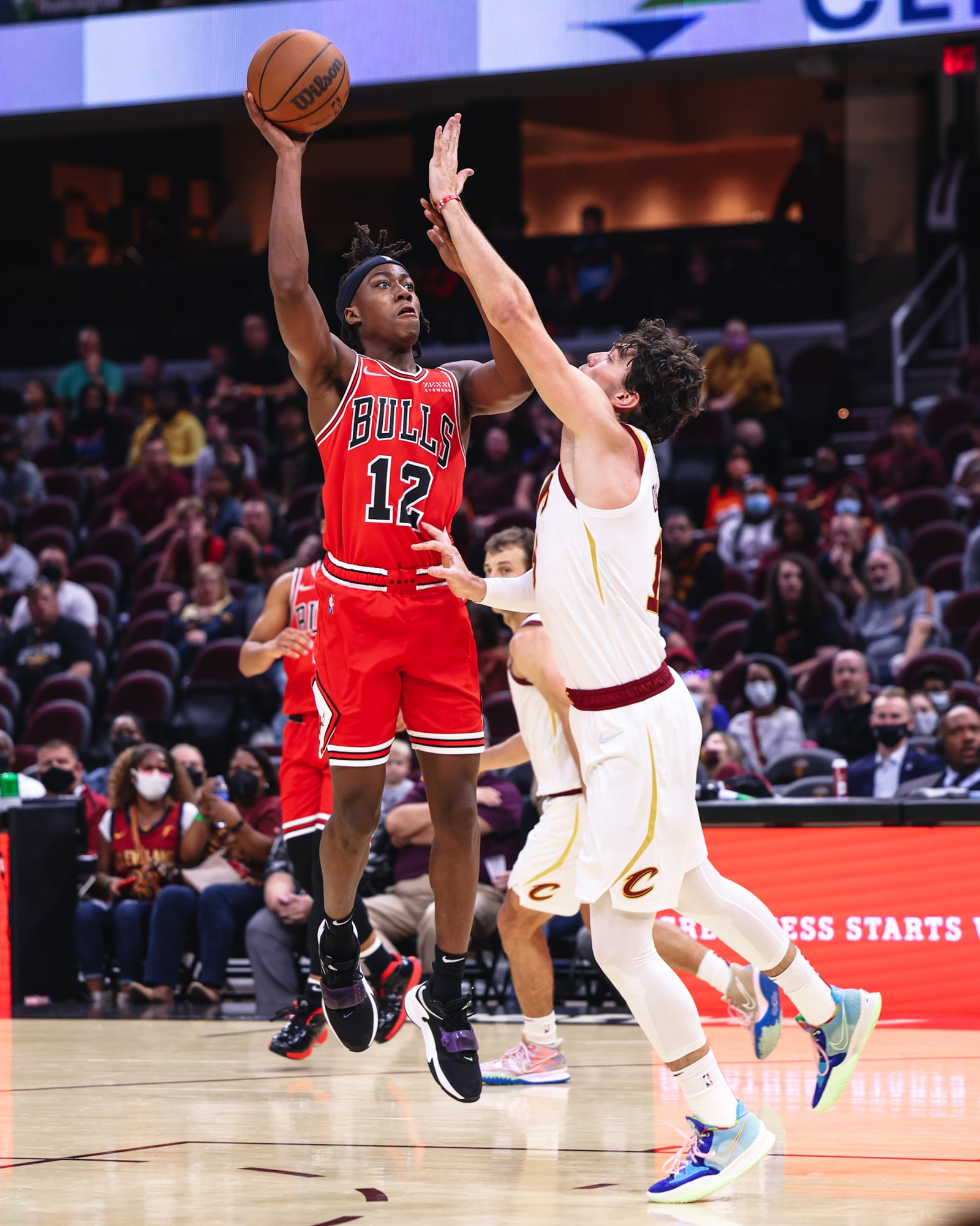 Ayo Dosunmu hits a clutch floater in the final moments of the game to secure Chicago's third preseason win.