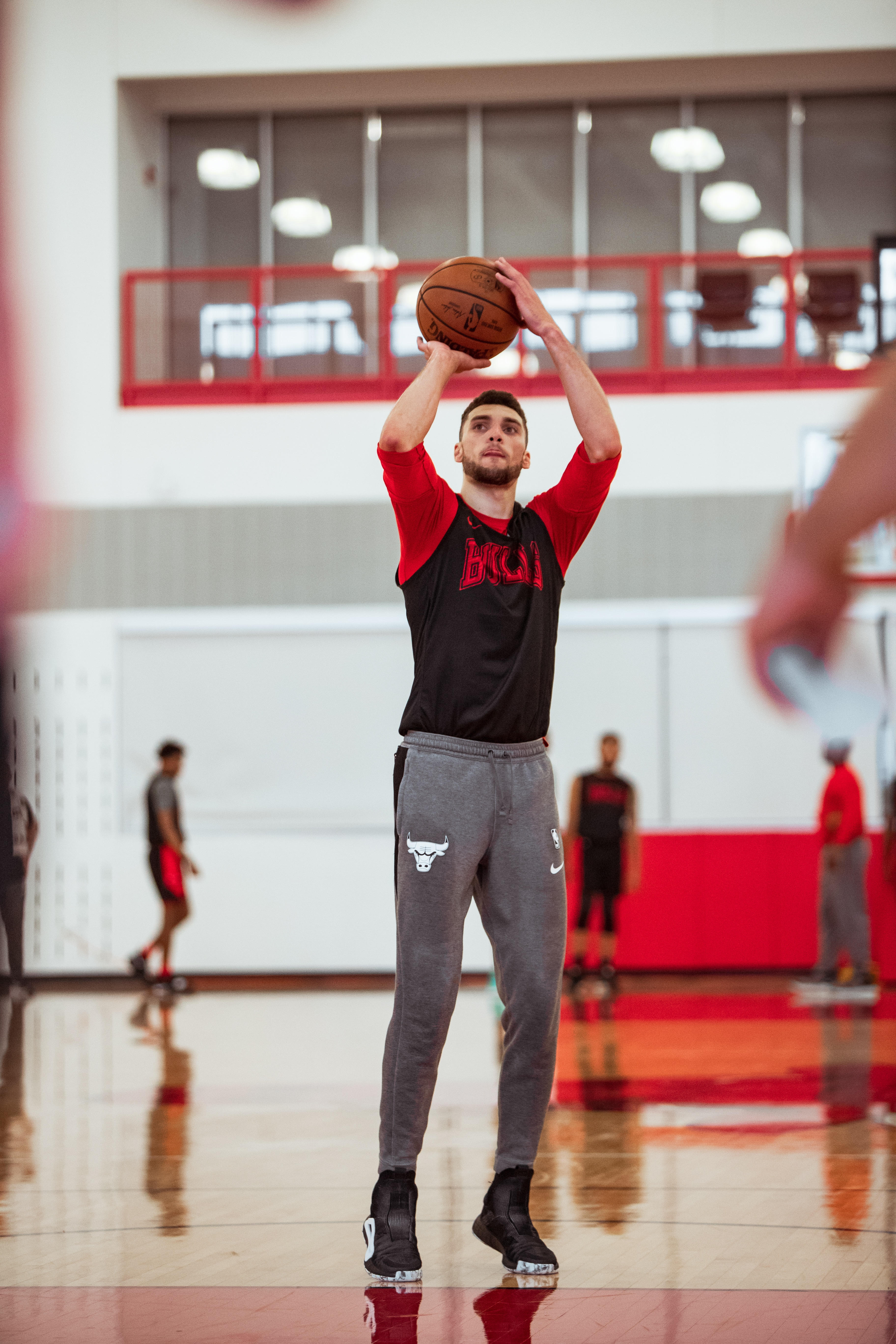 Zach LaVine shooting during practice