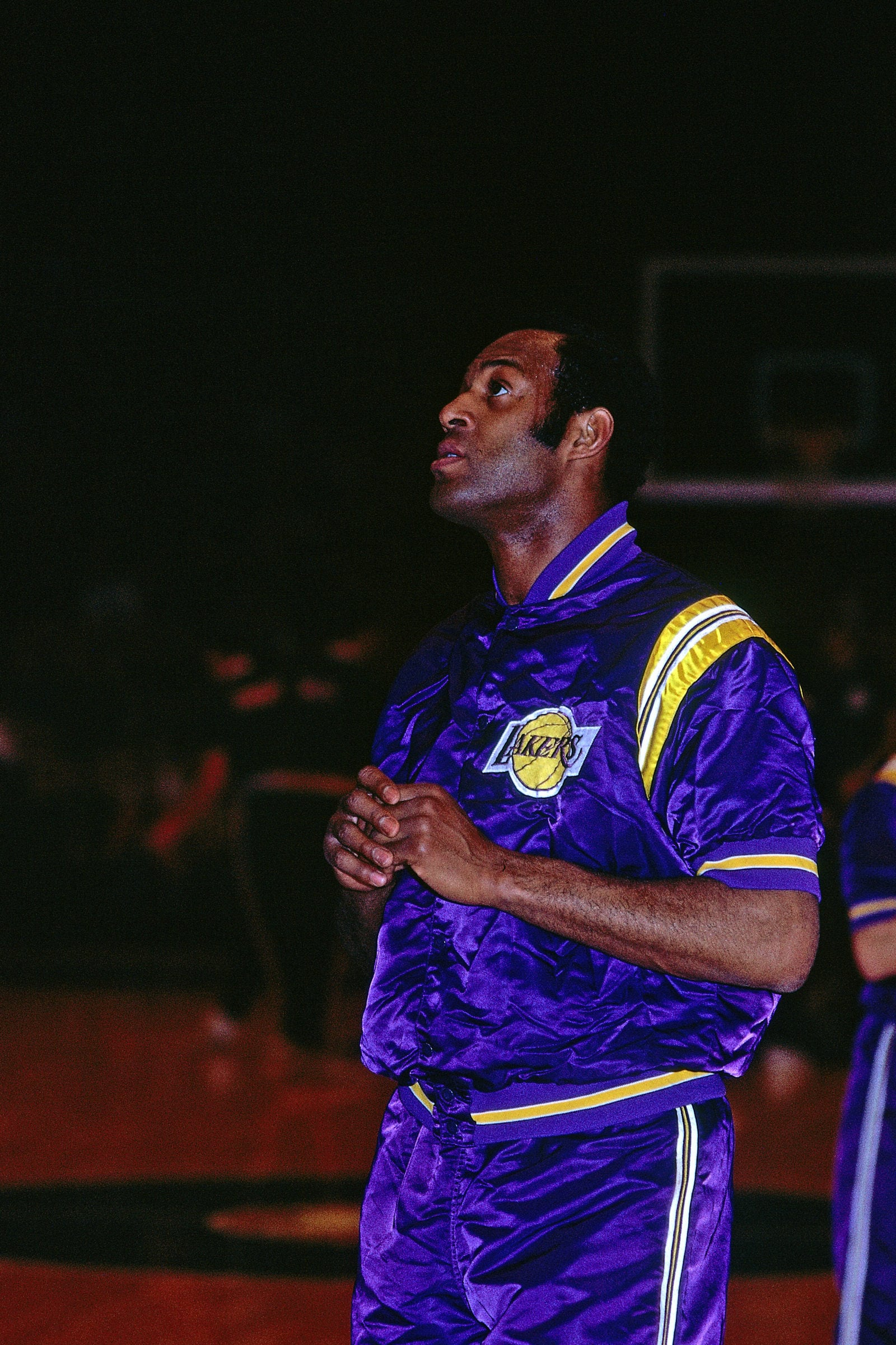 Elgin Baylor #22 of the Los Angeles Lakers warms up before the game against the Milwaukee Bucks on January 21, 1969 at the Milwaukee Arena in Milwaukee, Wisconsin.
