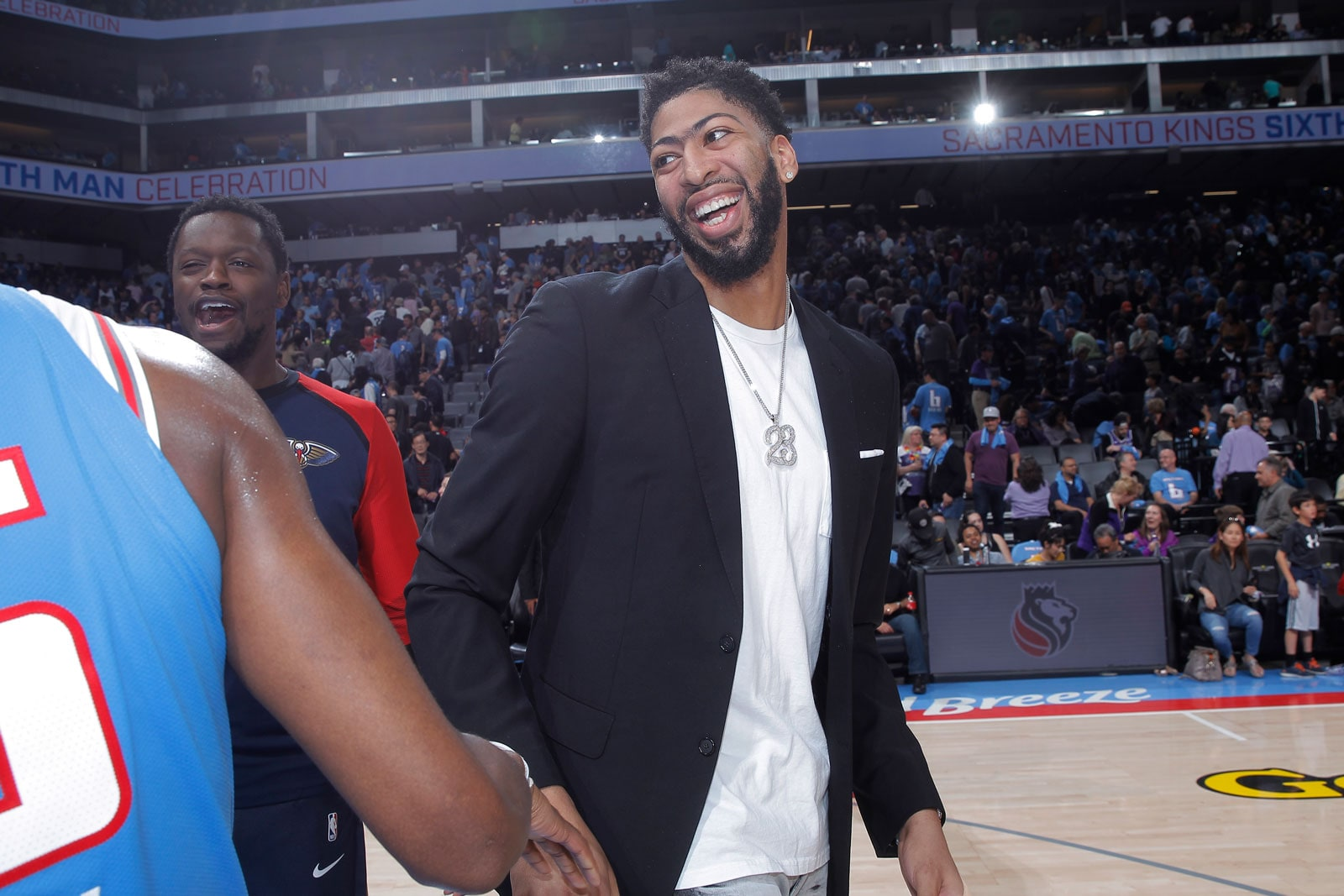 Anthony Davis #23 of the New Orleans Pelicans greets players after the game against the Sacramento Kings on April 7, 2019 at Golden 1 Center in Sacramento, California.