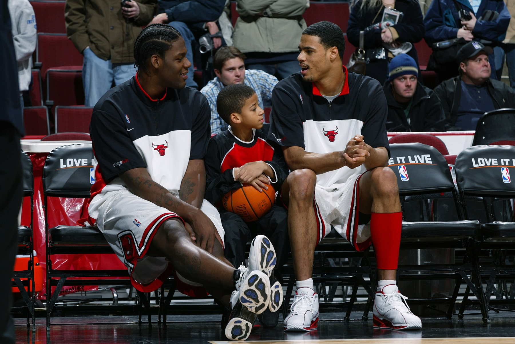 Tyson Chandler & Eddy Curry talk ot a young fan before a Bulls game