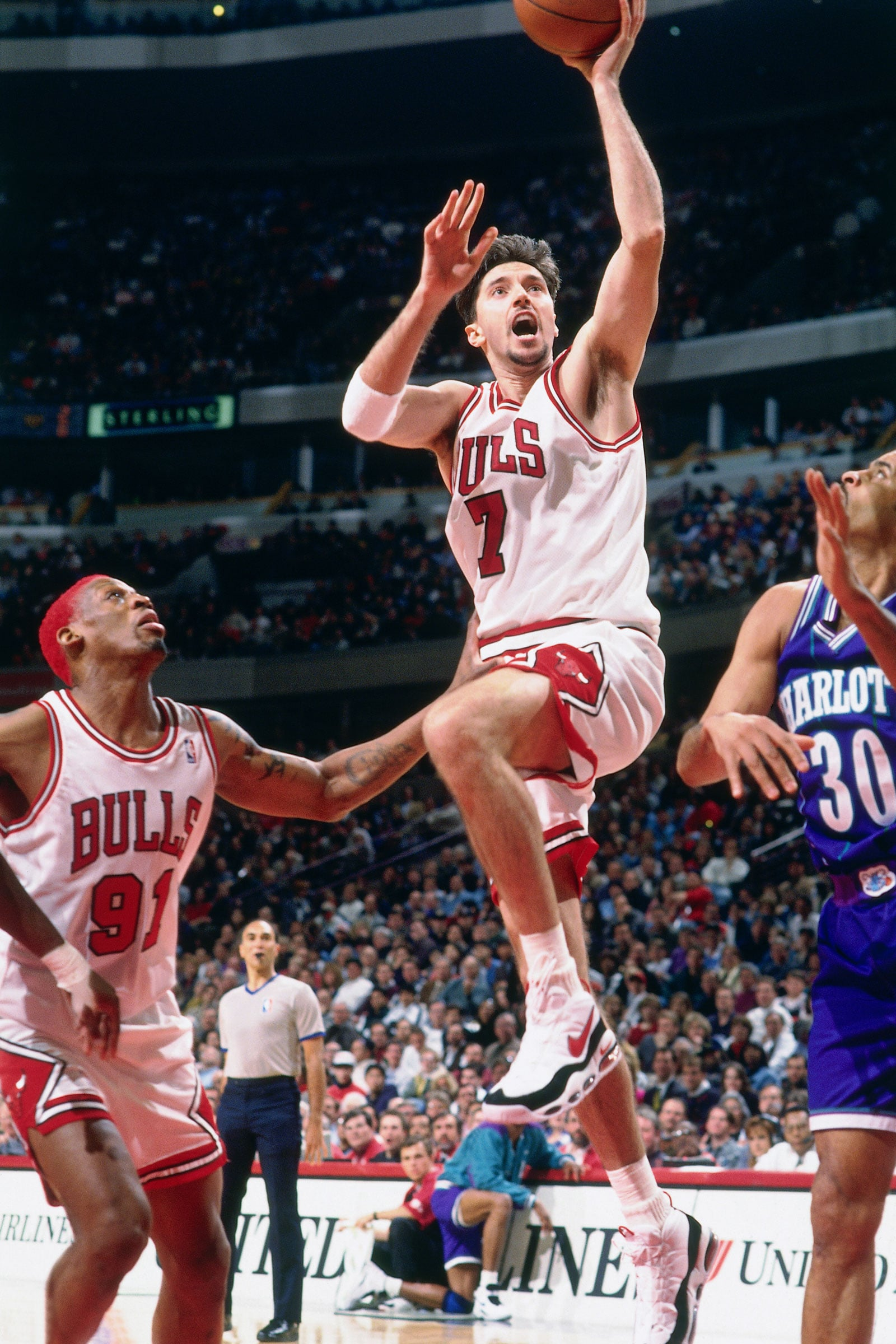 Toni Kukoc #7 of the Chicago Bulls shoots the ball against the Charlotte Hornets on April 8, 1996 at the United Center in Chicago, Illiniois