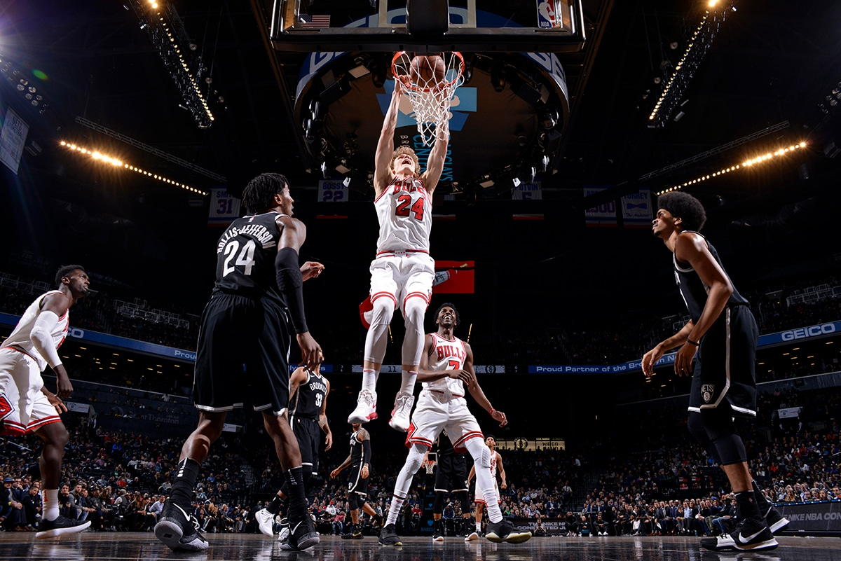 Lauri Markkanen of the Chicago Bulls dunks the ball vs the Nets