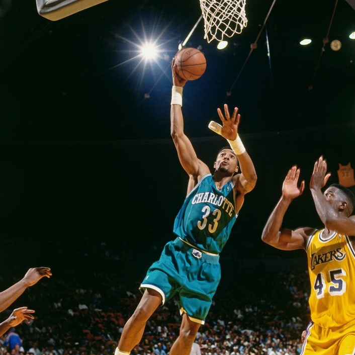 Alonzo Mourning #33 of the Charlotte Hornets shoots the ball during the game against the Los Angeles Lakers on January 14, 1994 at the Great Western Forum in Inglewood, California.