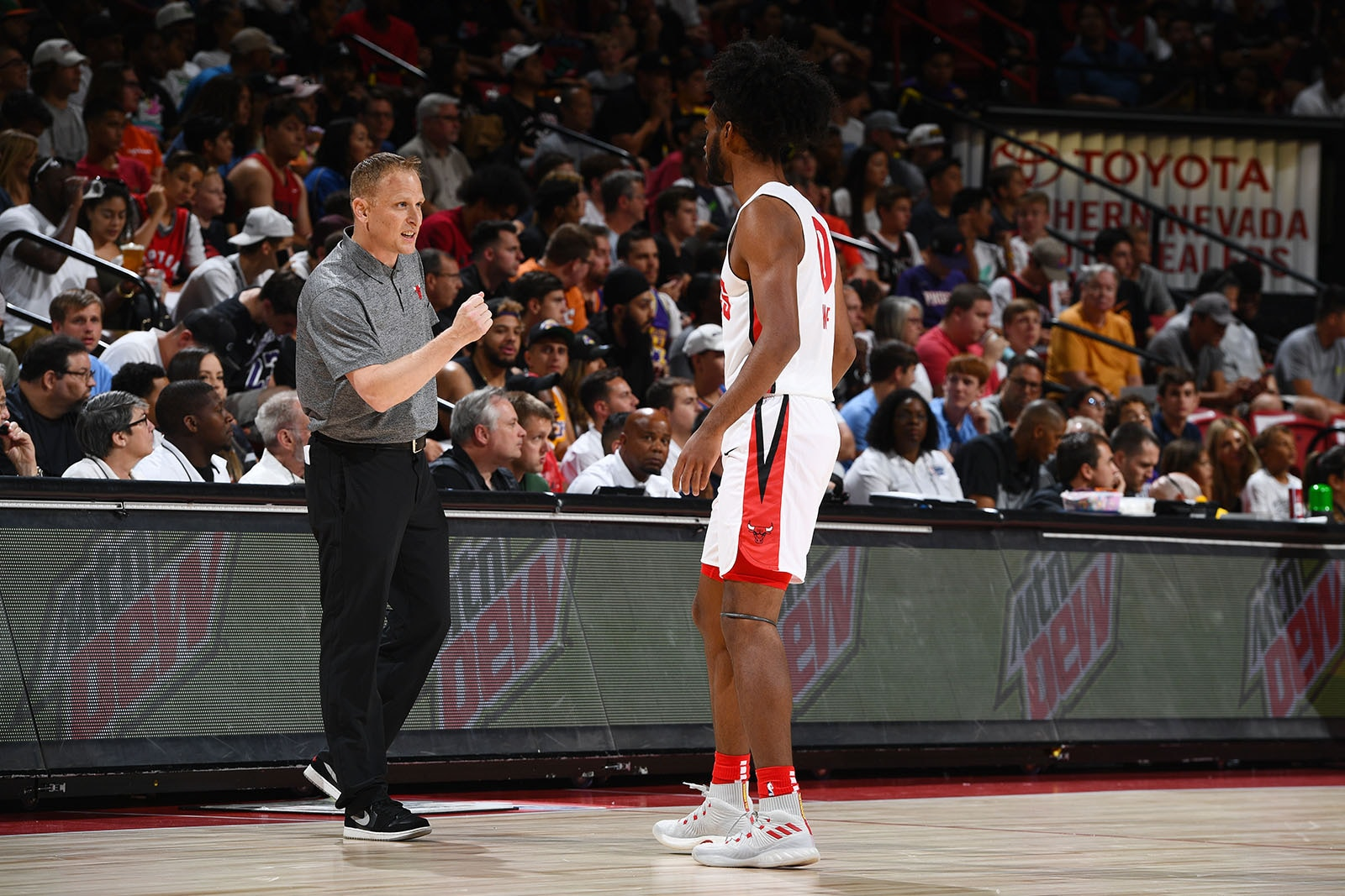Nate Loenser Gives Coby White some Advice During Summer League