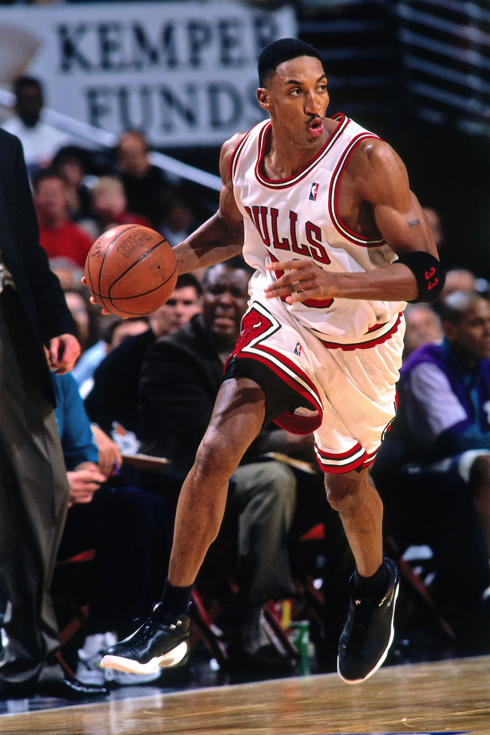 Scottie Pippen #33 of the Chicago Bulls handles the ball against the Charlotte Hornets on May 3, 1998 at the United Center in Chicago, Illinois.