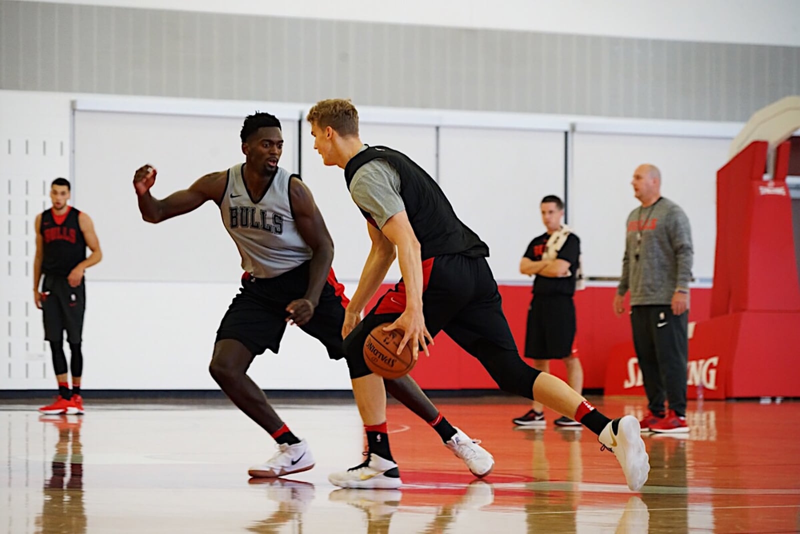 Bobby Portis and Lauri Markkanen During Bulls Training Camp