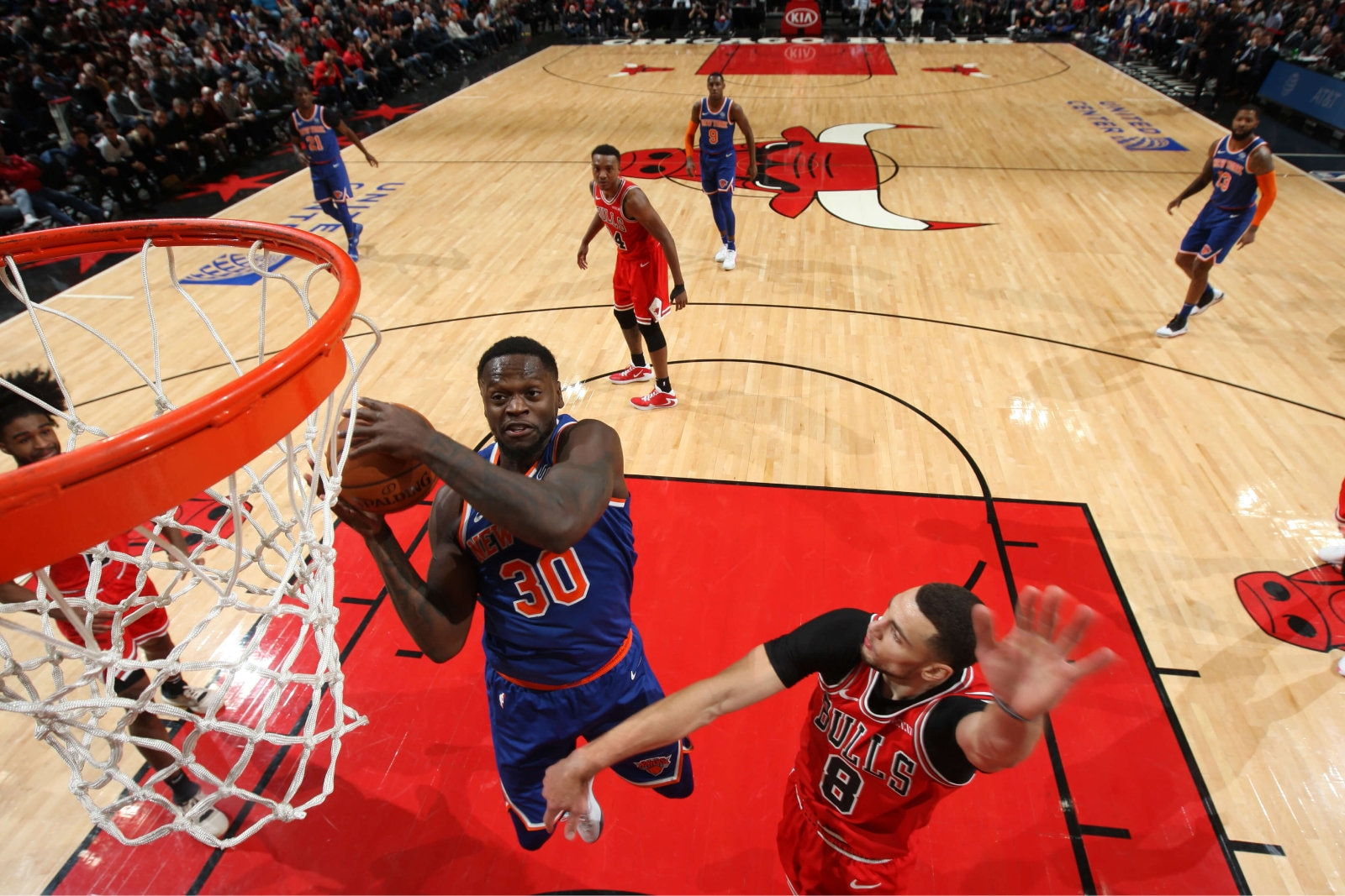 Julius Randle #30 of the New York Knicks drives to the basket against the Chicago Bulls on November 12, 2019