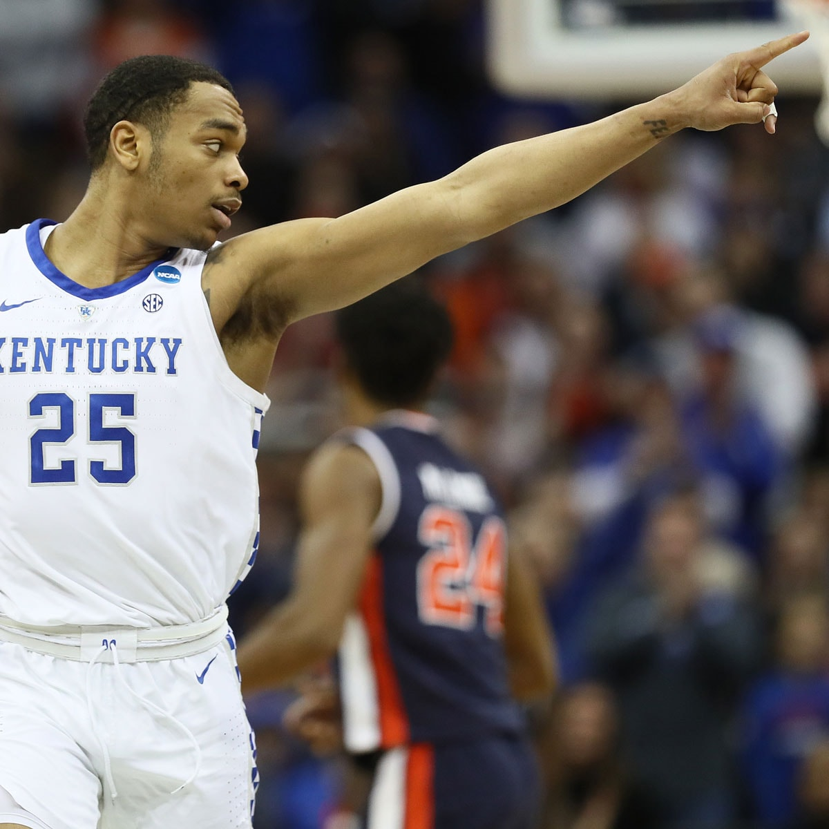 PJ Washington #25 of the Kentucky Wildcats signals against the Auburn Tigers during the 2019 NCAA Basketball Tournament Midwest Regional at Sprint Center on March 31, 2019 in Kansas City, Missouri.