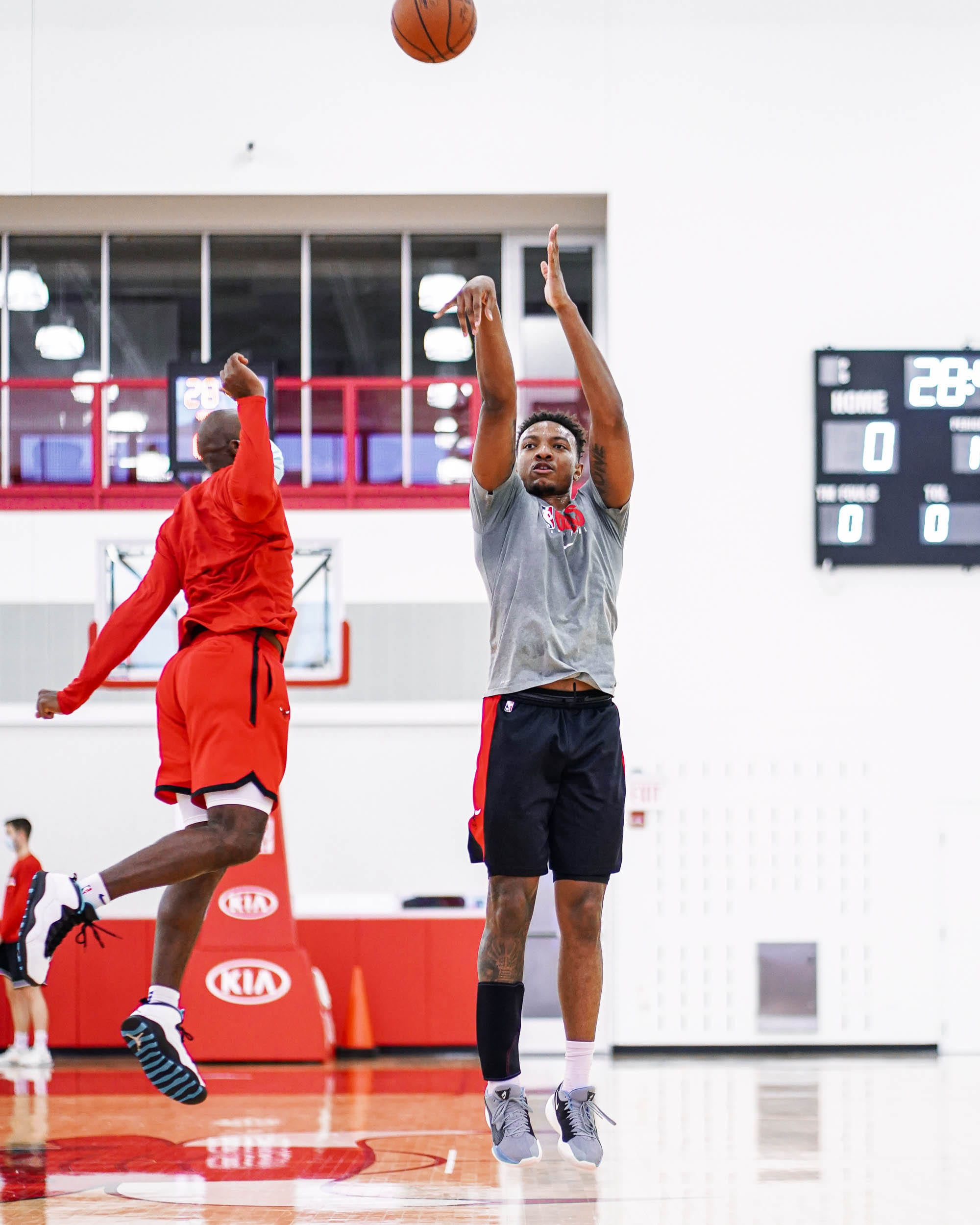 Wendell Practices His 3-Ball During Training Camp