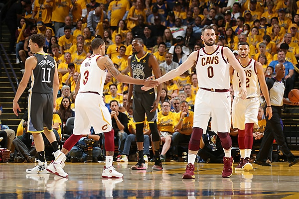 Curry sets Finals 3-pointer mark as Warriors rout Cavs